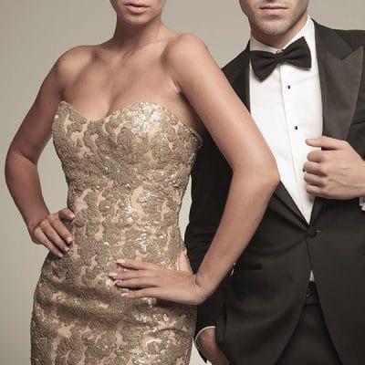 Si es de noche, un vestido largo te dará un toque más elegante.