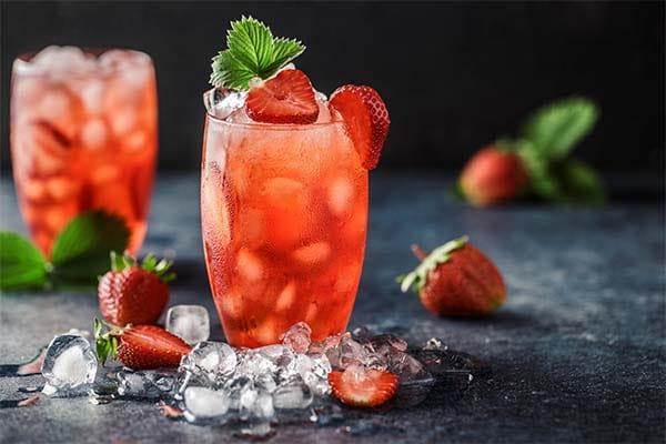 Agua de coco con frutos rojos
