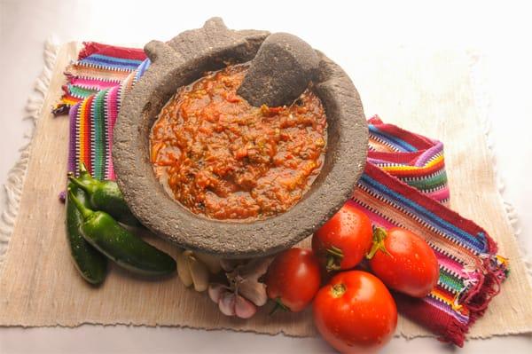 Salsa de jitomate al molcajete para carne asada