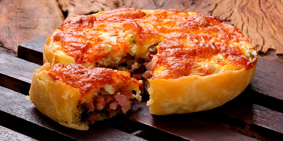 Pay de jamón, queso y chorizo en masa de hojaldre