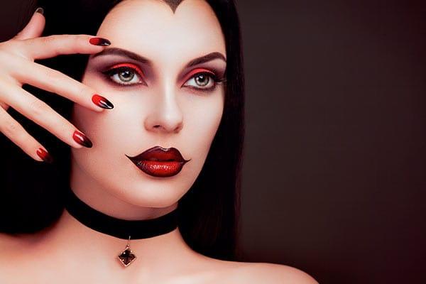 Uñas de Halloween vampiresa
