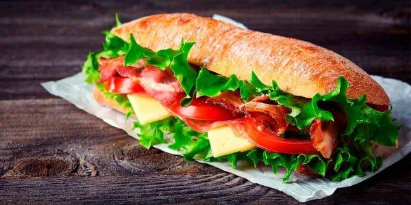 Chapata de jamón con queso