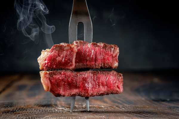 Errores al cocinar la carne: pincharla