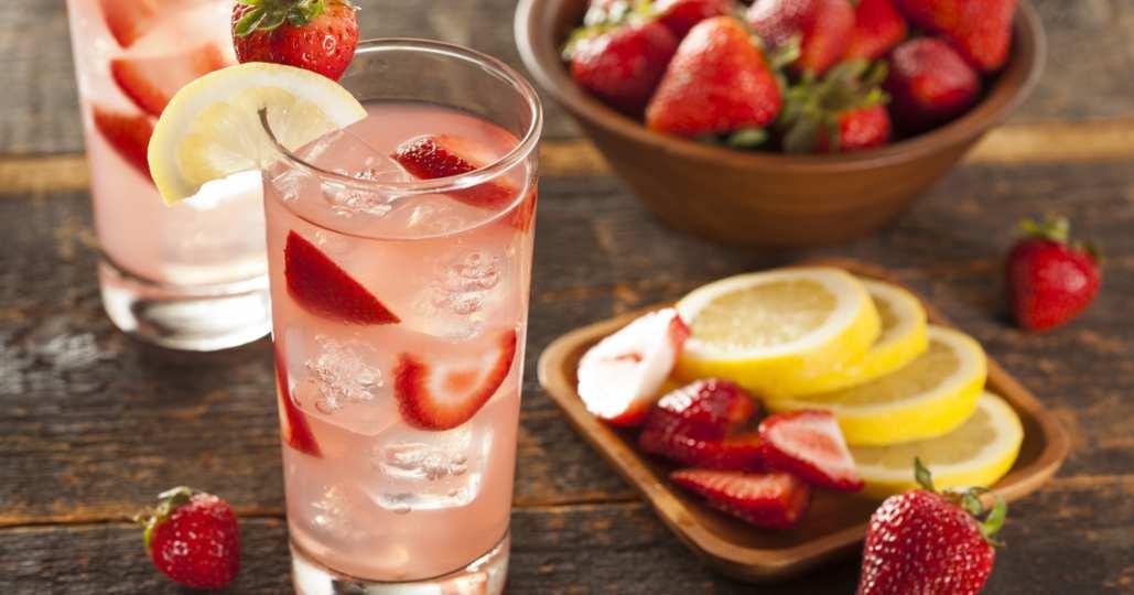 Limonada rosa de fresa