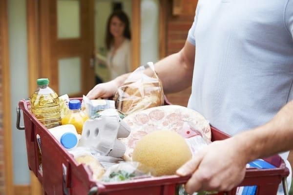 Cómo seleccionan y entregan los alimentos en Superama