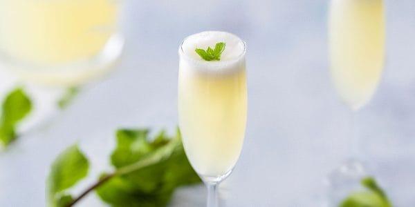 Coctel-con-champagne-y-coco