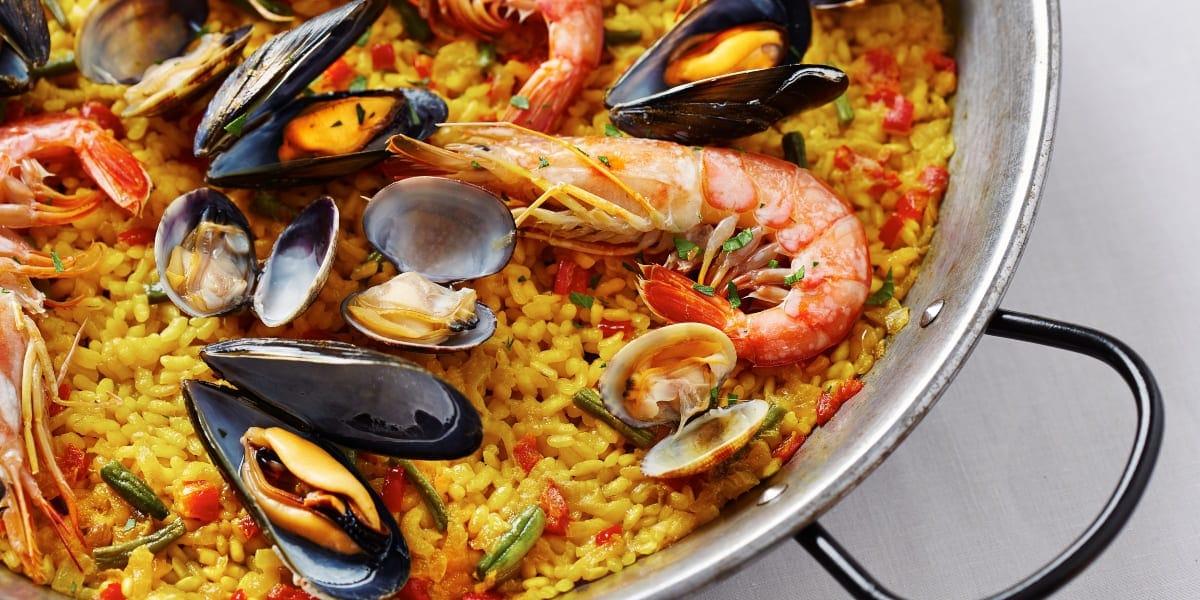 Disfruta-deliciosa-paella-tradicional
