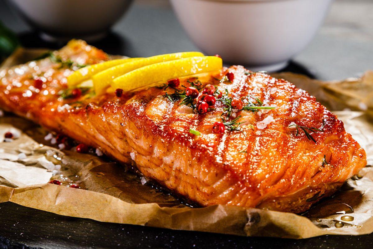 Los mejores pescados para asar a la parrilla