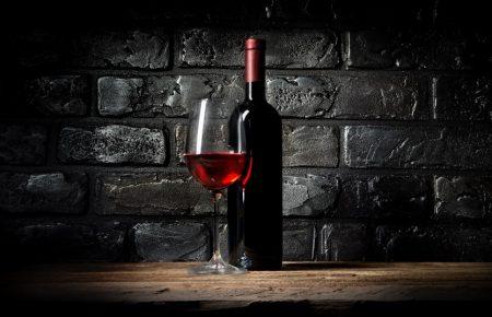 pared con vino y copa