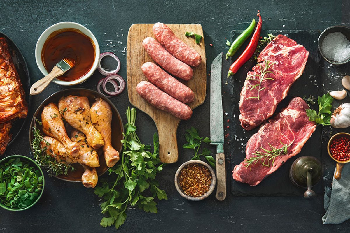 Sazonar la carne para cocinar a la parrilla